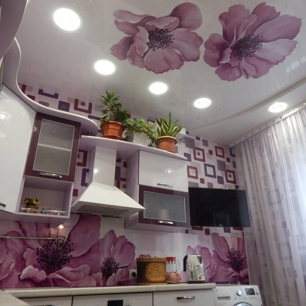 картинки фотопечать на потолке на кухне